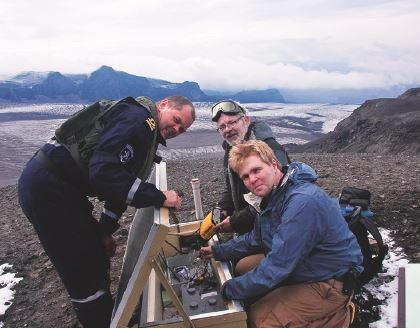 Intelligent Volcano Monitoring at the Network Edge